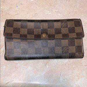 Auth Louis Vuitton Sarah Damier bifold wallet